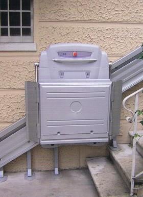 monte escalier inclin supra pour fauteuil roulant ascenseur monte escalier dijon. Black Bedroom Furniture Sets. Home Design Ideas